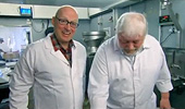 Adrian Edmondson makes haggis at Pollok Williamson